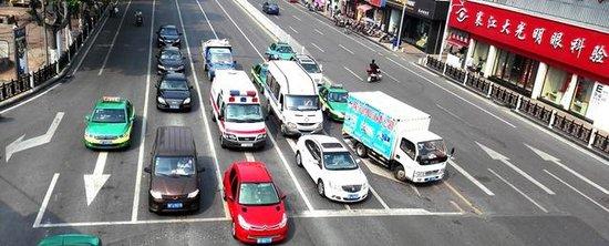 襄阳交通标线重新施划 16个路口车道有变化(图)