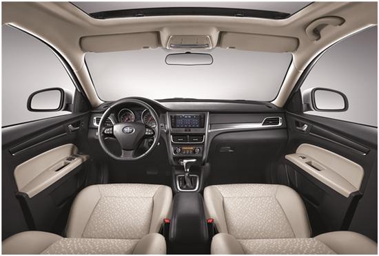 驾享新生活  越级配置造就高品质奔腾B30