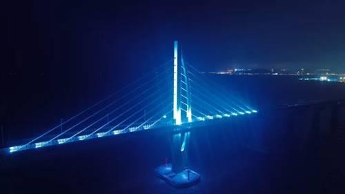 港珠澳大桥即将全部点亮,火龙直探伶仃洋深处