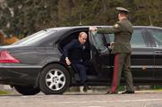 普京为何没有国产元首专车 偏买加长奔驰S