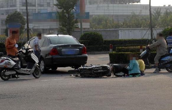 这样刹车毁车无数要人命 你会正确踩刹车吗