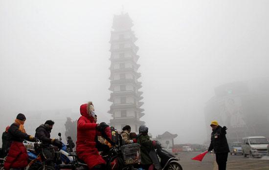"""百公里""""零""""排放 比亚迪秦100为绿城郑州增添绿意"""