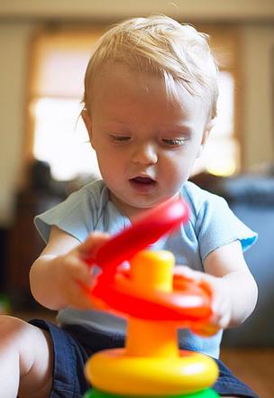 玩具≠快乐 培养正确育儿观