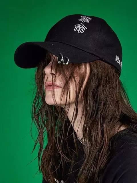翻爸妈衣橱系列 省钱且一招变酷的入秋单品:Dad Hat!