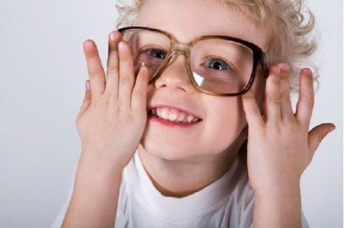教你纠正孩子假性近视的方法