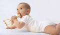 宝宝爱咬玩具 小心慢性中毒