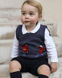 乔治小王子拍照露憨笑萌翻众人
