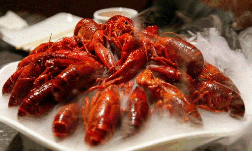 孕妇遇上鲜美小龙虾 吃or不吃
