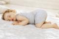 如何让宝宝换床了也能睡得好?