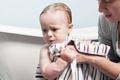 宝宝冬季皮炎 学会洗澡是关键