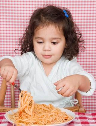 孩子吃饭过多过少有学问
