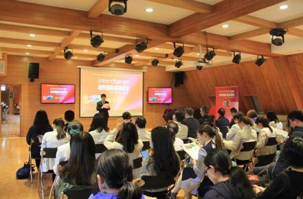 外研社《剑桥国际英语教程(第5版)》新书在京发布