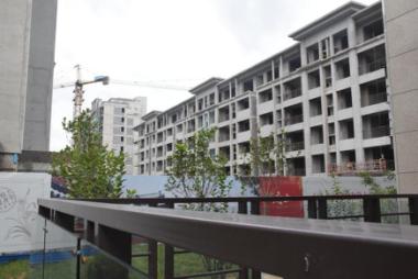 保定西部新亚洲风格建筑样板间开放项目封顶做外装