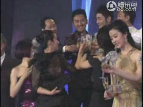 """视频:""""十大明星志愿者""""颁奖仪式"""