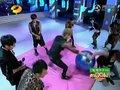 《快乐大本营》吴尊做游戏被嫌重 压扁气球