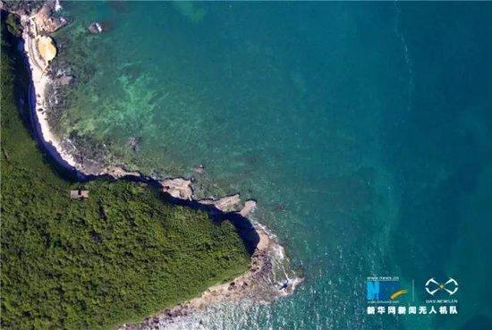 无人机航拍的广西北海涠洲岛,宛如镶嵌在南海北部湾万倾碧波之上的一
