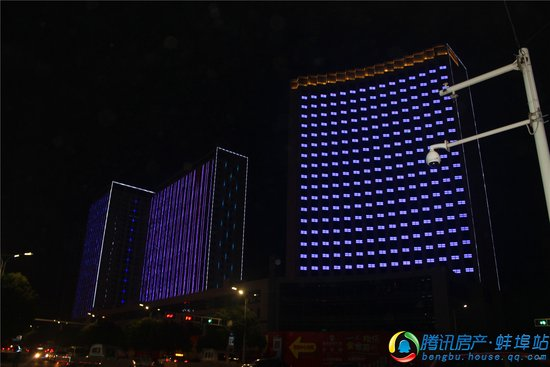 南翔城市广场亮灯颜值爆表!灯光秀出新高度