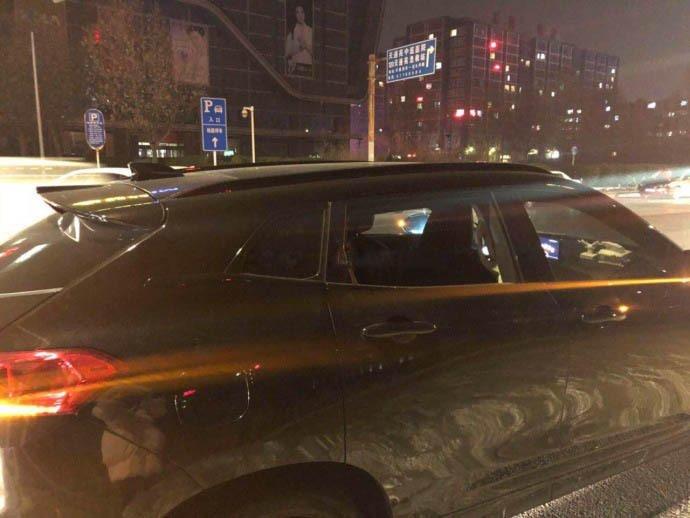 小偷猖獗砸车窗盗窃