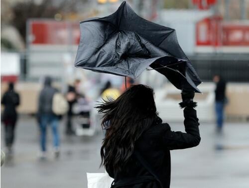 恶劣天气继续笼罩 法国12省维持橙色警报