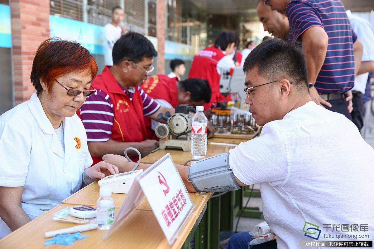北京志愿者联盟进校园为教师送服务