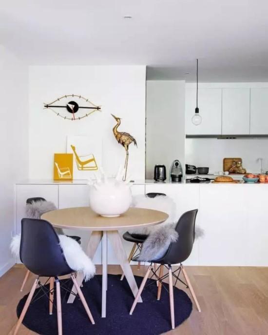 让客厅充满生机摆放的家具更显生活气息