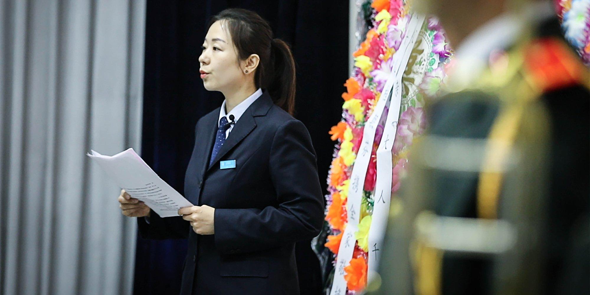 【燕女郎】揭秘北京殡葬女司仪:一天曾主持9场葬礼
