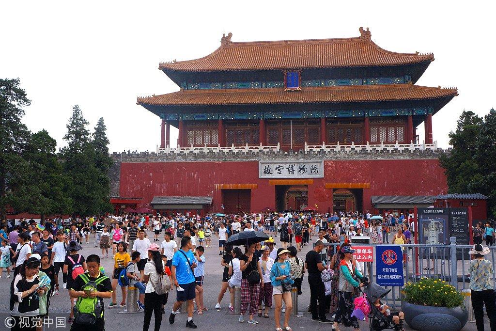 北京景点迎暑期游览高峰