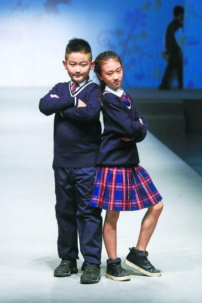 北京中小学校服主打赤青白灰色调