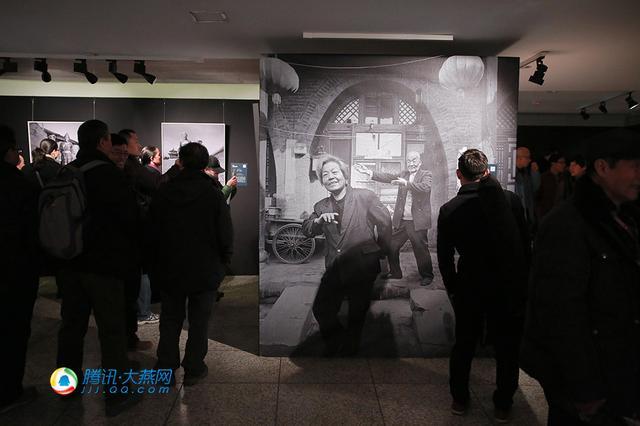 """""""金婚——56民族半世纪爱情镜像""""摄影展开展"""