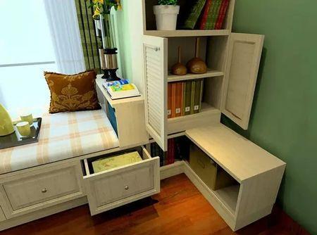 """"""" 飘窗周围的位置比较宽裕,可以做储物柜,装饰柜,书柜等,增加空间的收"""