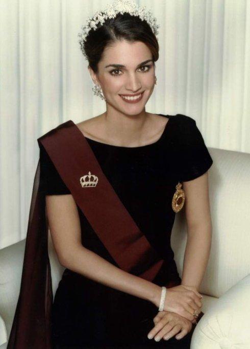 难民到传奇王后 46岁的她雅完胜凯特王妃