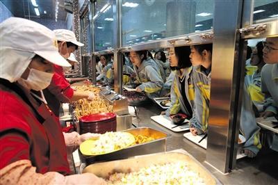 北京发布最新校园供餐管理办法:不得供应凉菜、校长需陪餐