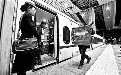 北京始发31趟高铁加盟送快递 利用检测车和未售空车厢配送