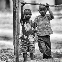 大光圈来稿:卢旺达儿童,艰难中的亲切笑容