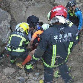 骑友在石景山坠桥 消防紧急救援