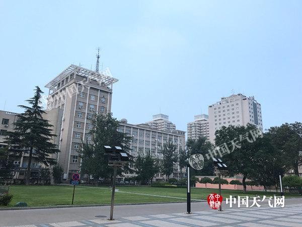 北京闷热有雷雨 高温天气将持续下周末