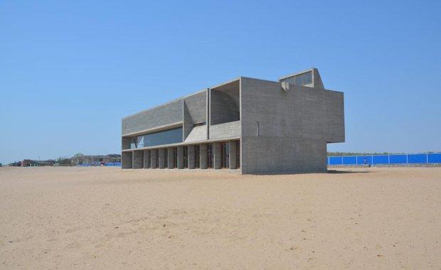 海边公益图书馆:最孤独图书馆缘何火爆