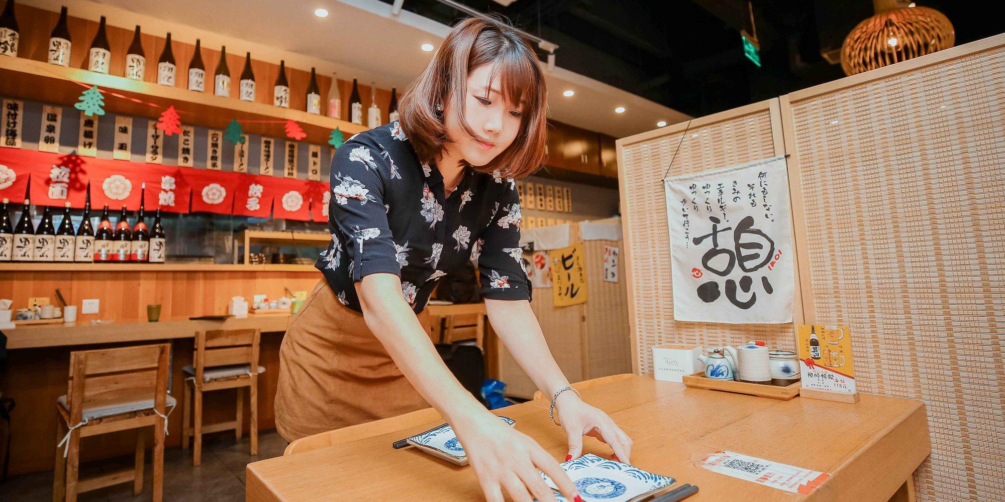 【燕女郎】美女辞高薪工作开拉面店 每天熬16个小时汤料