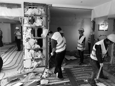 方庄6号小区楼顶违建昨起拆除 预计将持续一个月