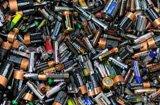 """废旧电池等成""""毒源"""" 家庭危险废弃物该往哪儿丢"""