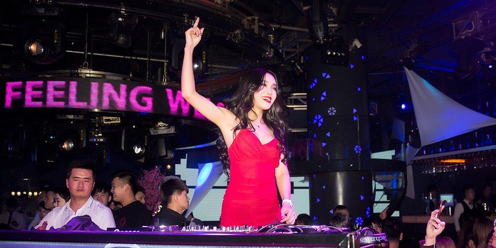 燕女郎第158期:聚光灯下的90后美女DJ