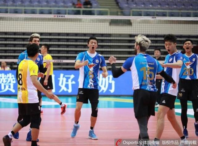 男排联赛-北京3-0横扫广东 上海3-1逆转山东