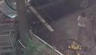 熊孩子砸共享单车车锁