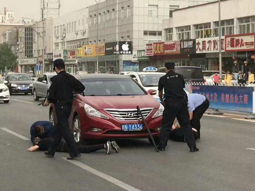 四男子持械围殴他人 被怀柔警方刑拘_大燕网北京站