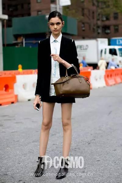 100张街拍告诉你,适合穿着短靴露大白腿图片
