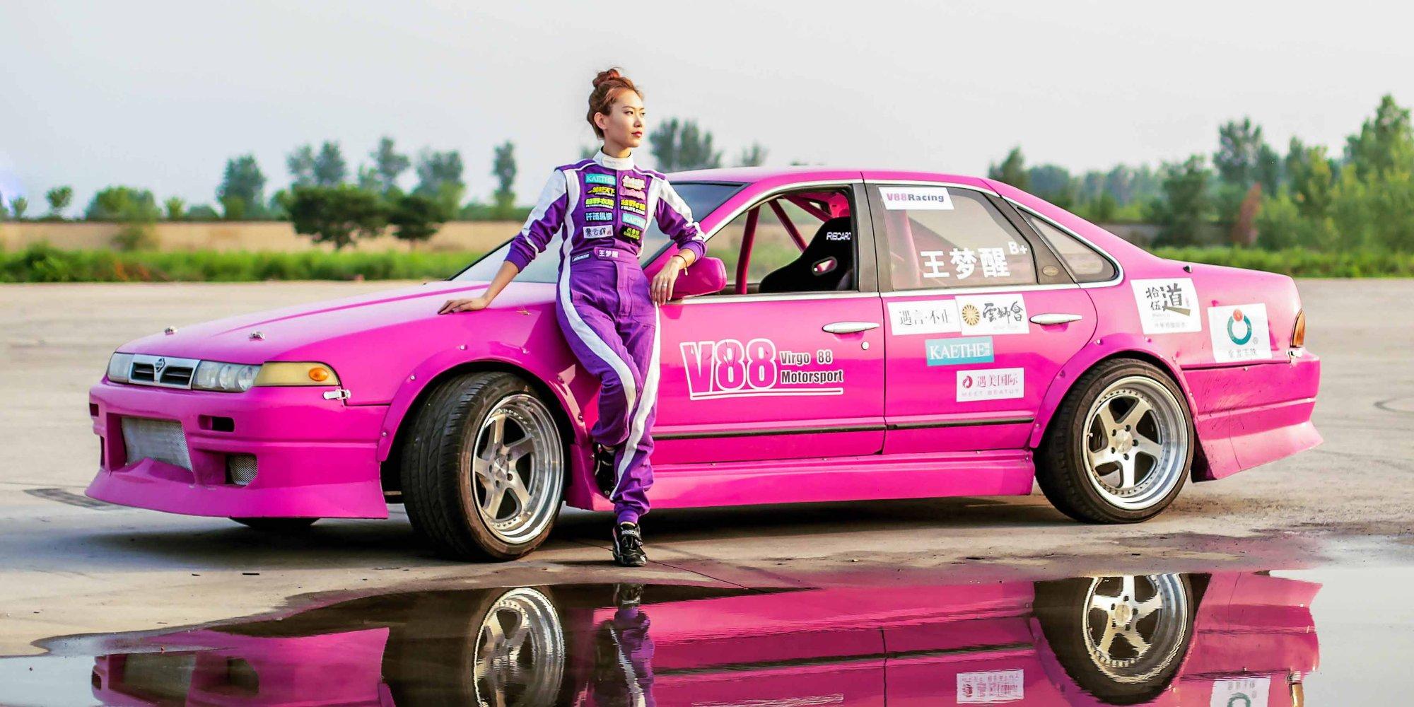 【燕女郎】北京顶级美女赛车手开300万跑车 曾险丧身于沙漠