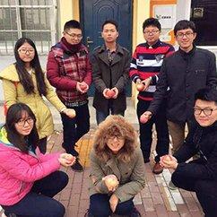 """【创客贴】一群大学生卖农产品成了""""网红"""""""