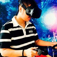 创客贴:抢直播风头 南开95后学霸玩VR!