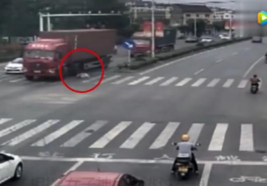 车辆起火司机果断跳车