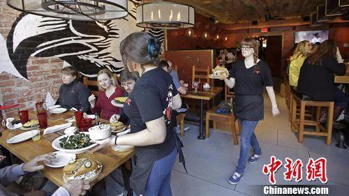 餐饮业为美性骚扰最严重行业 女性投诉占83%